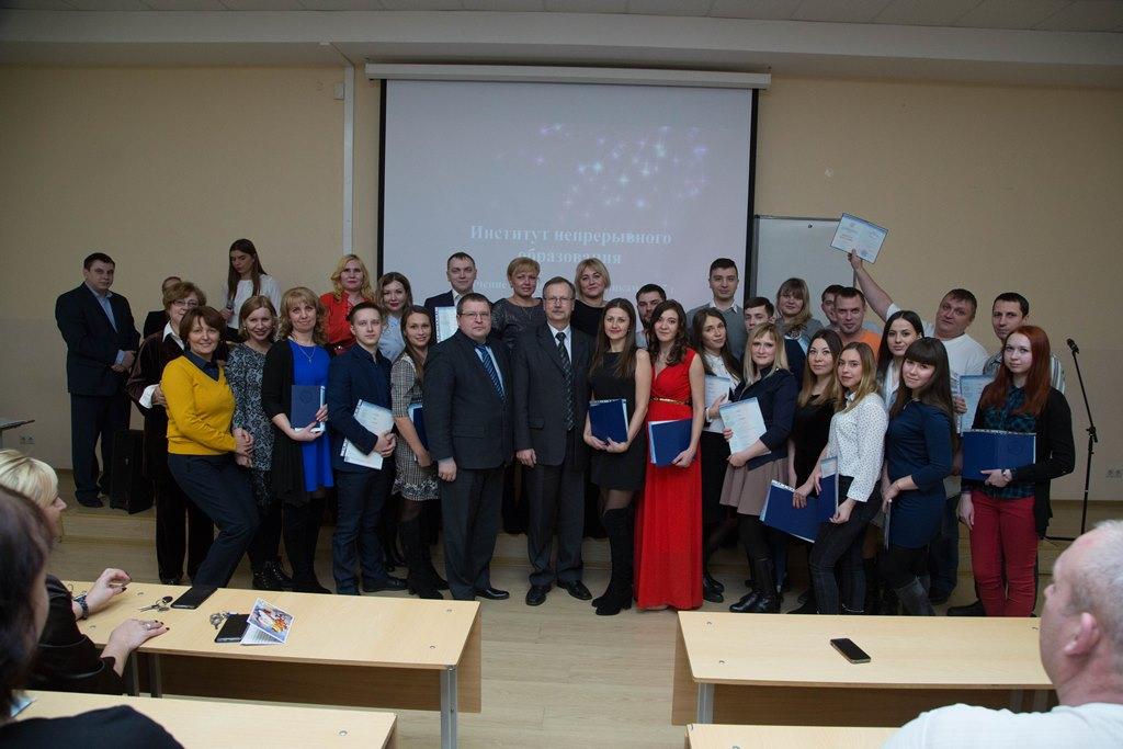 Выпускники ИНО получили дипломы бакалавров Уральский  Сегодня выпускники Института непрерывного образования Уральского государственного экономического университета получили дипломы бакалавров по направлению