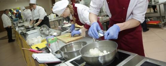В УрГЭУ юные кулинары Свердловской области борются за звание лучшего