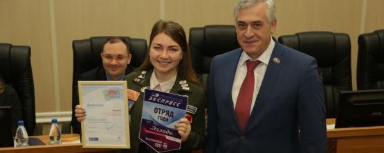 Ректор УрГЭУ отметил студенческий отряд «Эллада» за трудовые успехи